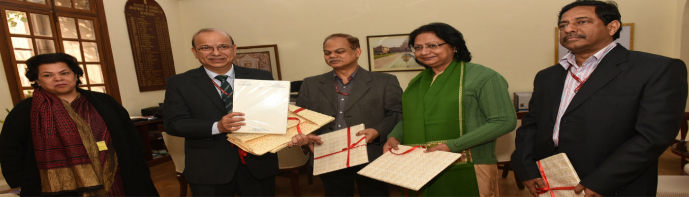 Shri A. N. Jha, Secretary, Dept of  Expenditure unveiling the official stationaries containing the      Swachh Bharat Logo  on the occassion of Swachhata Pakhwada - 2018 (16th Jan - 31st Jan 2018)